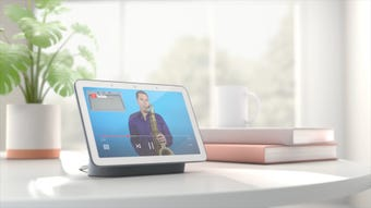 Google brings video to the talking speaker category with the new Google Home Hub. USA TODAY's Jefferson Graham explains why the device has potential.
