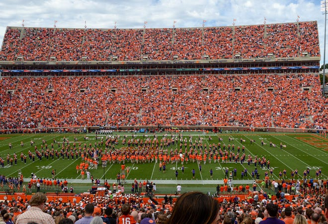 A fill stadium, during the first quarter in Memorial Stadium on Saturday, October 20, 2018.