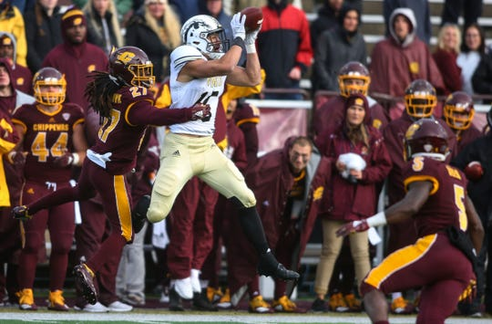 Western Michigan Broncos tight end Giovanni Ricci (15) pulls down a pass against Central Michigan in an NCAA college football game in Mount Pleasant, Mich., Saturday, Oct. 20, 2018.