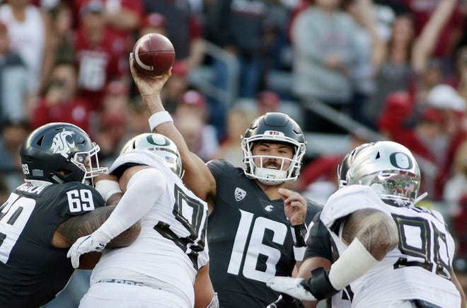 Washington State quarterback Gardner Minshew (16) passes out of the pocket for a first-half completion.