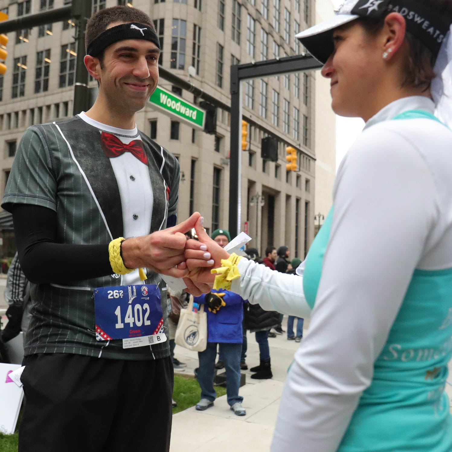 Take a vow: Detroit Marathon runners marry during the race