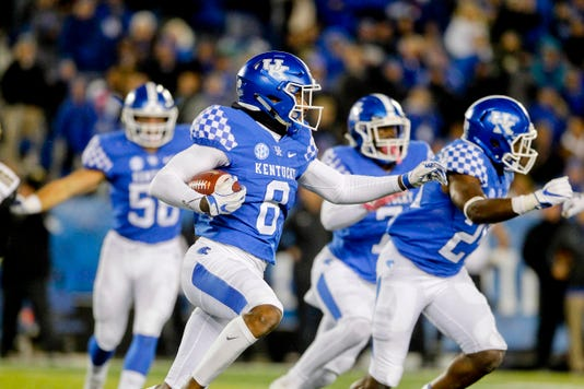 Ncaa Football Vanderbilt At Kentucky