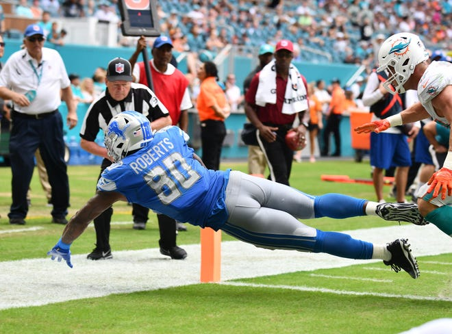 Lions tight end Michael Roberts dives into the end zone for a touchdown in the third quarter.