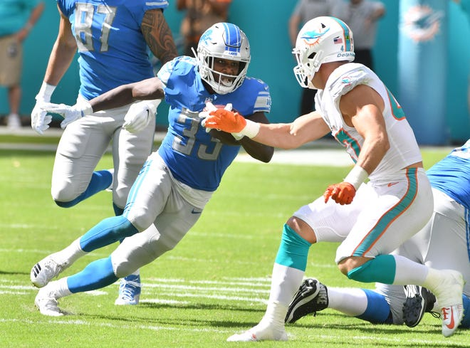 Lions running back Kerryon Johnson cuts trying to get past Dolphins defender Kiko Alonso in the second quarter.