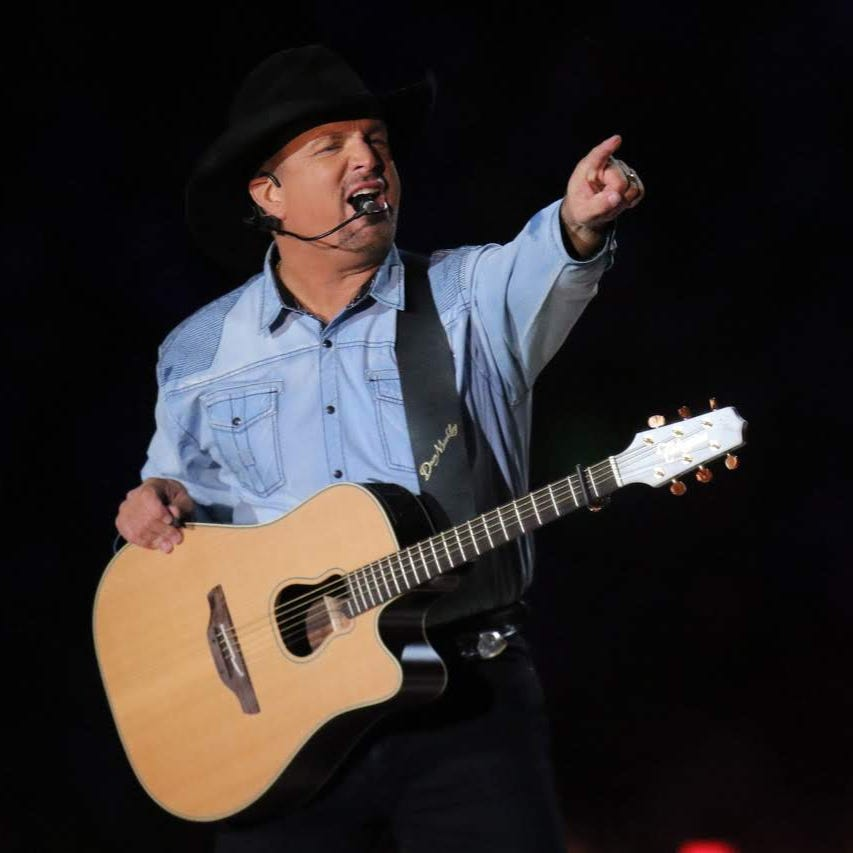 Garth Brooks navigates harsh weather and TV demands in Notre Dame Stadium debut