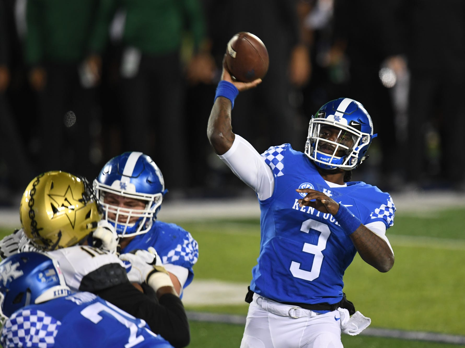 UK QB Terry Wilson throws a touchdown pass to WR Lynn Bowden, Jr. during the University of Kentucky football game against Vanderbilt at Kroger Field in Lexington, Kentucky on Saturday, October 20, 2018.