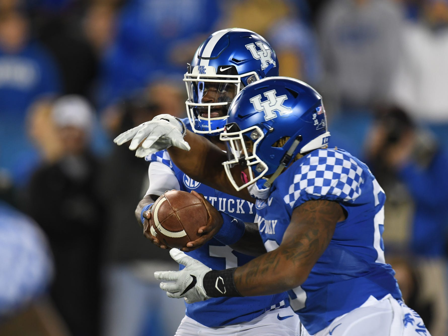 UK QB Terry Wilson hands off the ball to RB Benny Snell, Jr. during the University of Kentucky football game against Vanderbilt at Kroger Field in Lexington, Kentucky on Saturday, October 20, 2018.