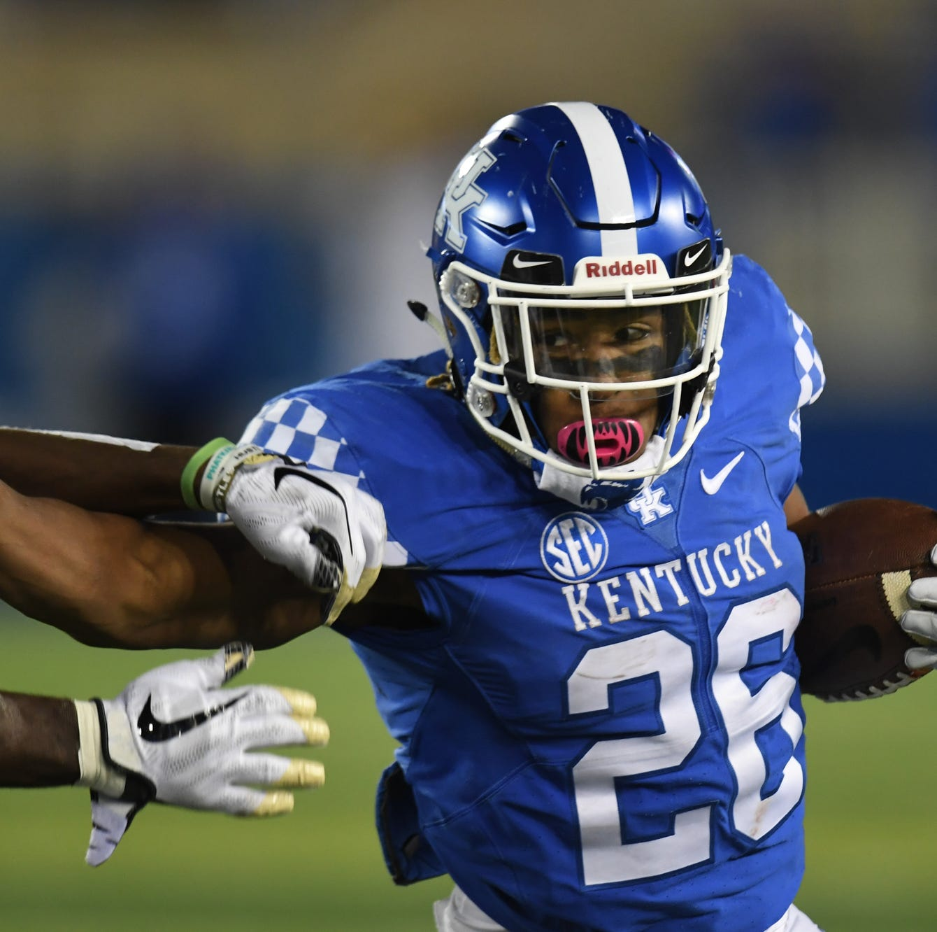 Benny Snell carries Kentucky football to 14-7 win over Vanderbilt