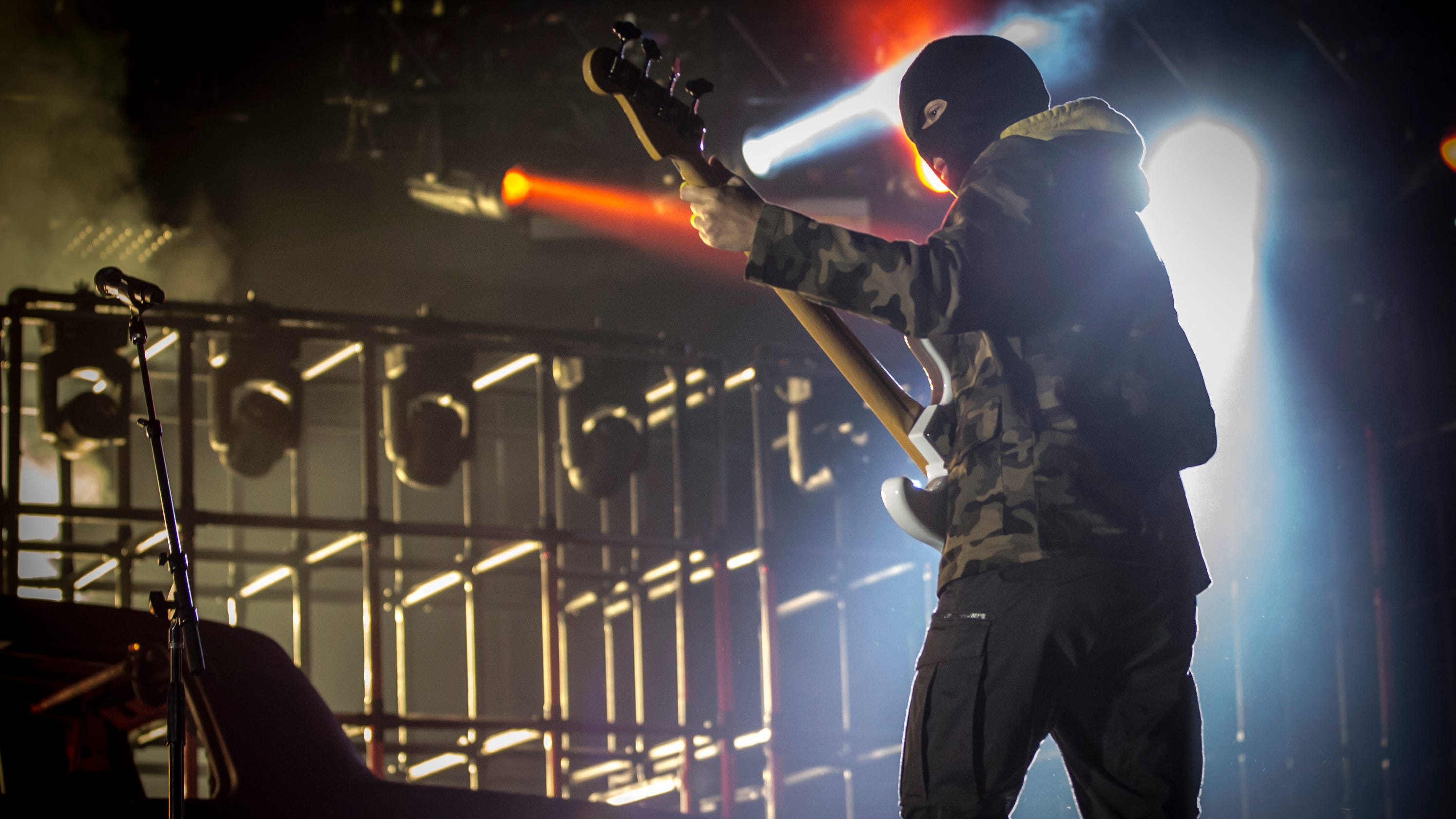 340d2dc1f21 Twenty One Pilots reach new heights at  Bandito Tour  Milwaukee show