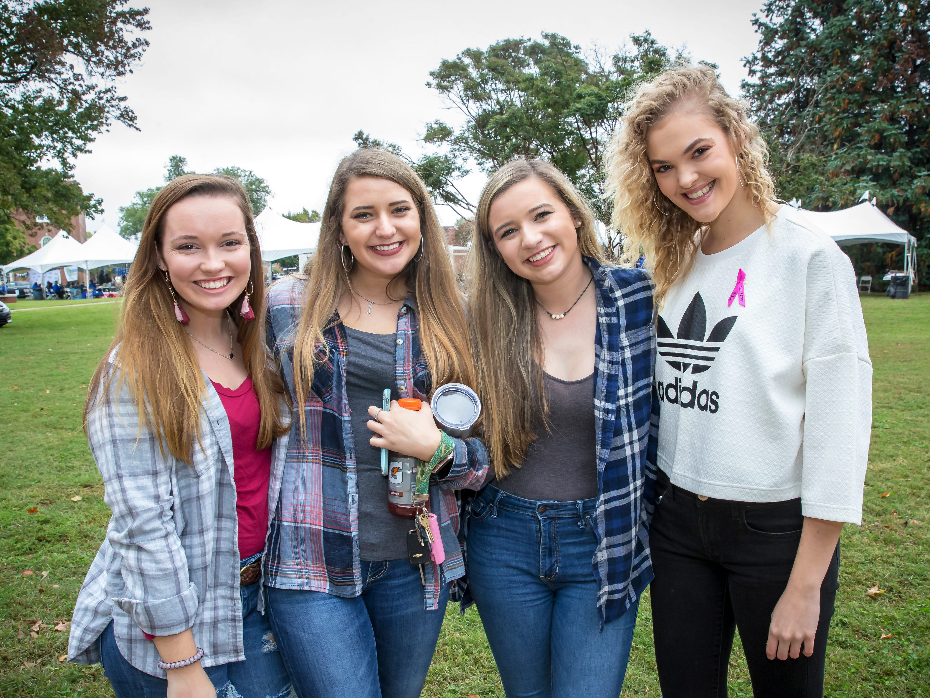 Madison Crawford, Carrie Staples, Katelyn White and Alana Landtroop tailgating at MTSU homecoming.
