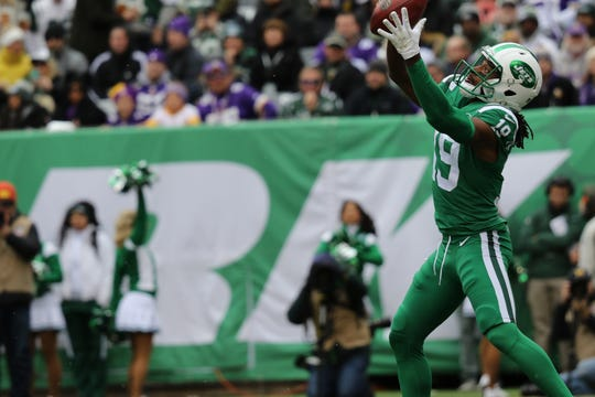 Andre Roberts, of the Jets, reaches for a punt, Sunday, October 21, 2018.