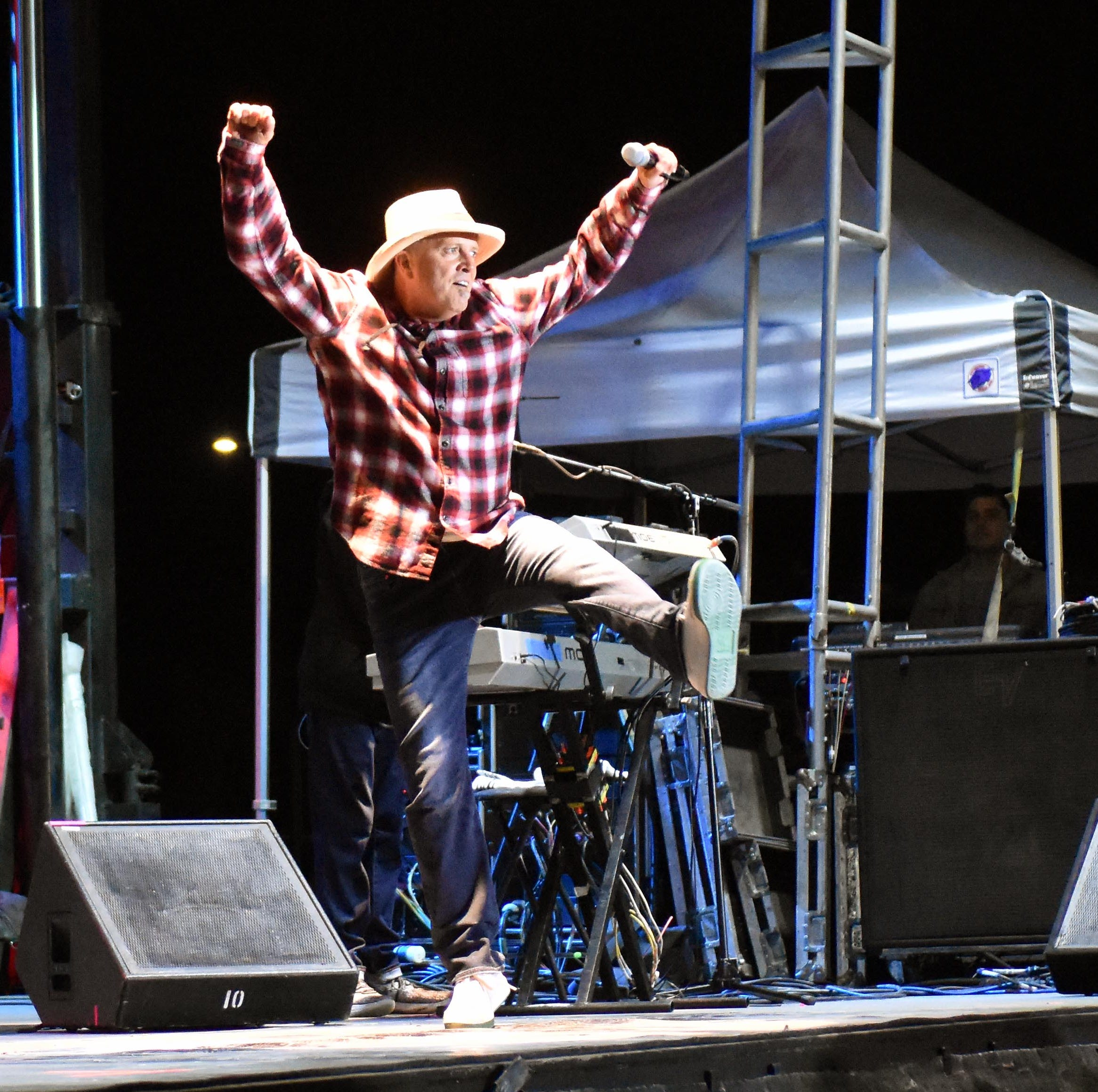 Saturday night brings rock edge to Las Cruces Country Music Festival