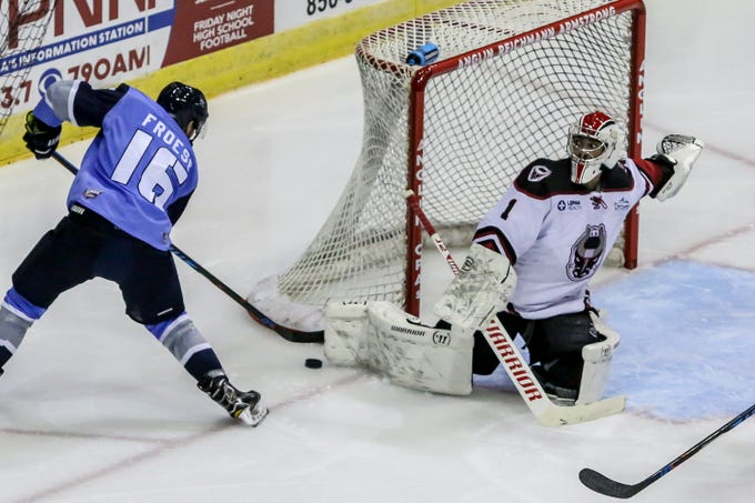 Pensacola s Tanner Froese (16) moves in close to the net to try and get dd0833824