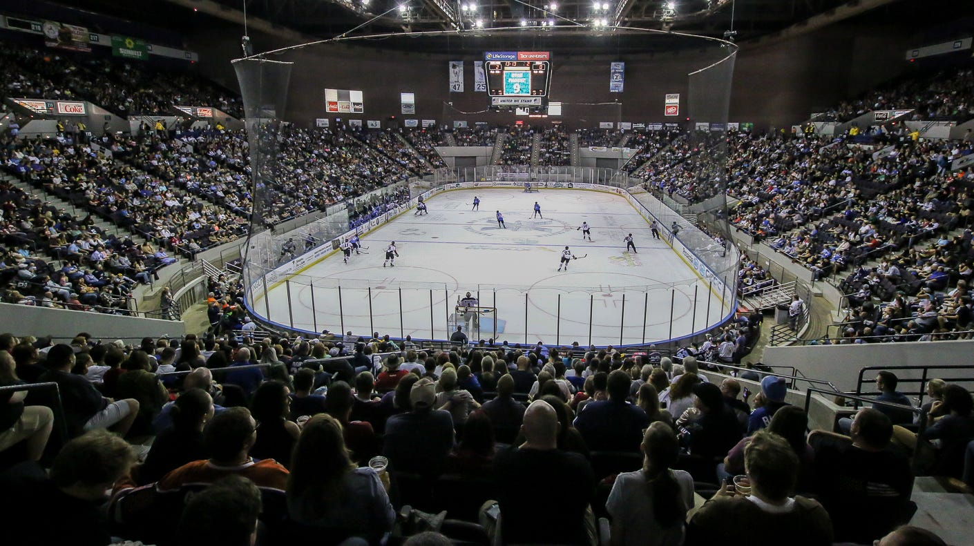 Ice Flyers have crowd of 7,250 for home-opening game that only lacked win, Vilona