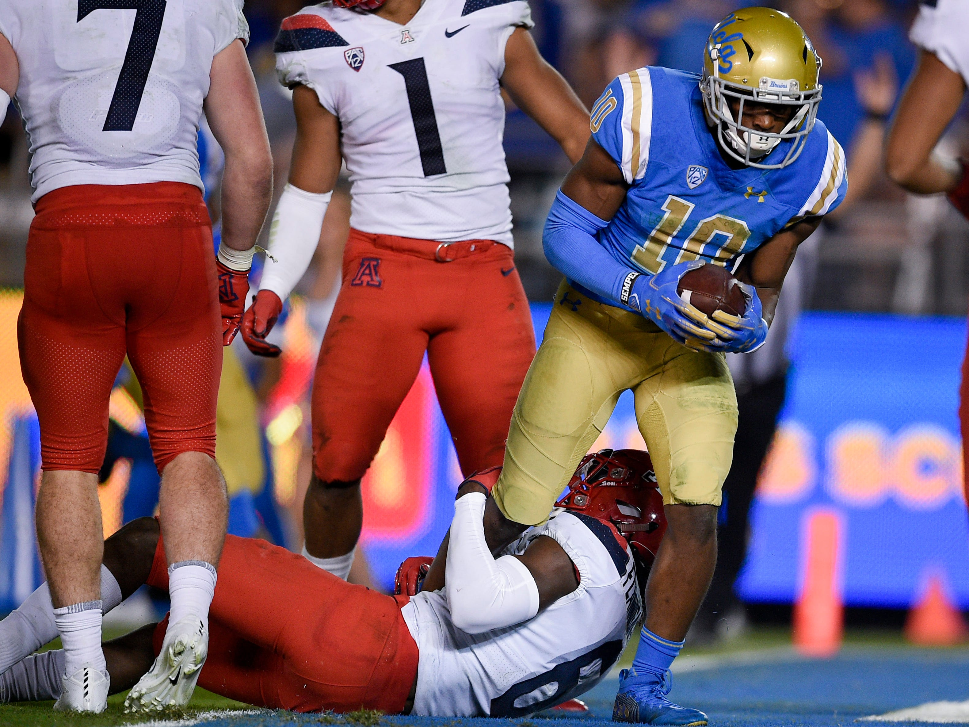 Oct 20, 2018; Pasadena, CA, USA; UCLA Bruins wide receiver Demetric Felton (10) scores a touchdown past Arizona Wildcats cornerback Tim Hough (8) during the second half at Rose Bowl. Mandatory Credit: Kelvin Kuo-USA TODAY Sports