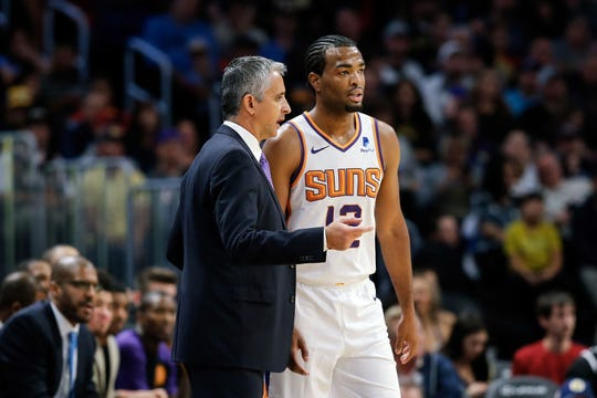Suns coach Igor Kokoskov talks with forward T.J. Warren during the third quarter of a game against the Nuggets.
