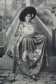 La madre de Blanca Zarazúa, quien emigró a EE. UU. proveniente de Jalisco, México, posa para una fotografía.