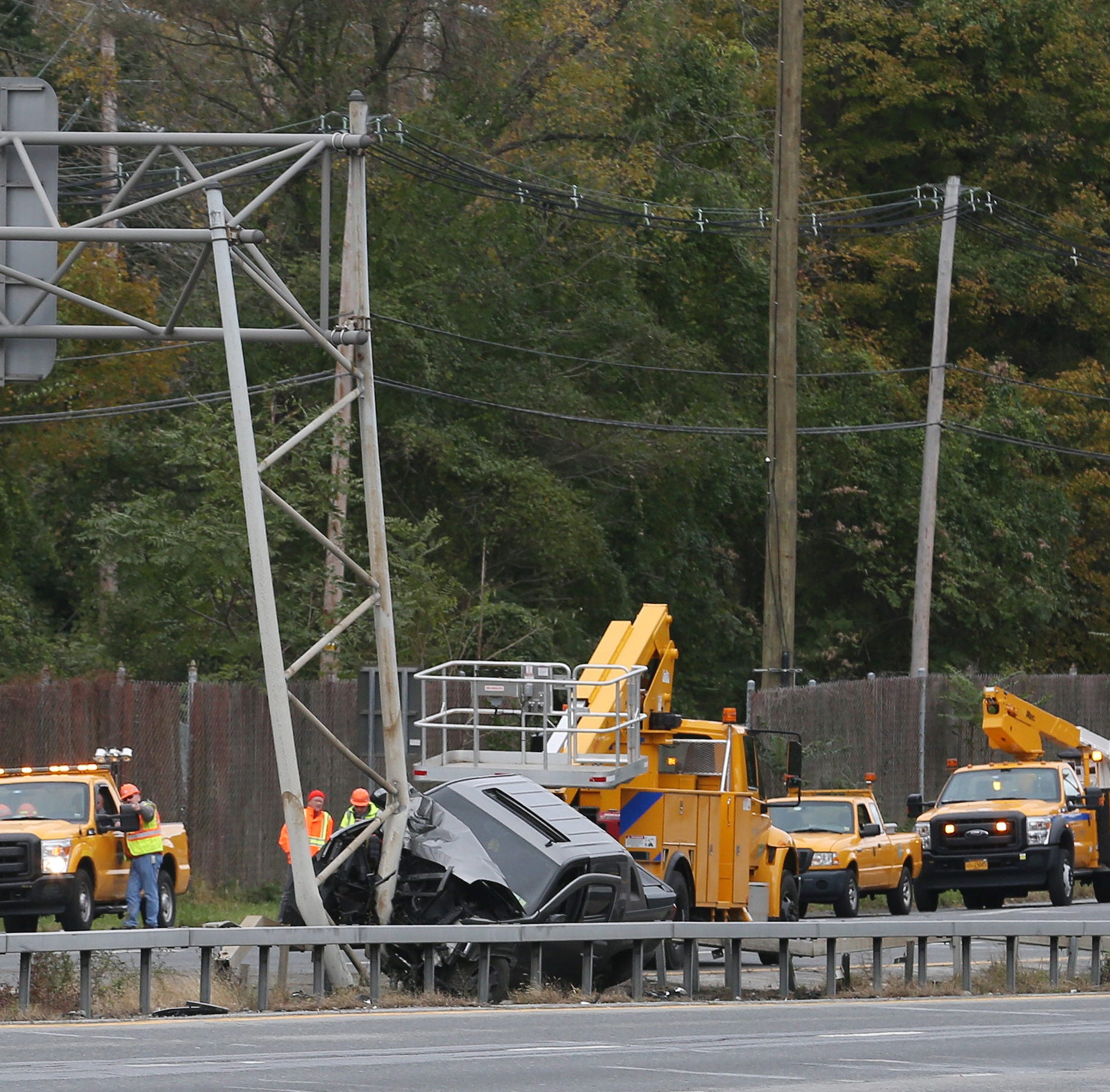 684 crash: Police await crane to clear truck