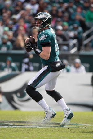 Eagles' Carson Wentz looks for an open teammate Sunday at Lincoln Financial Field.
