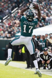 Eagles' Alshon Jeffery makes a reception Sunday at Lincoln Financial Field.