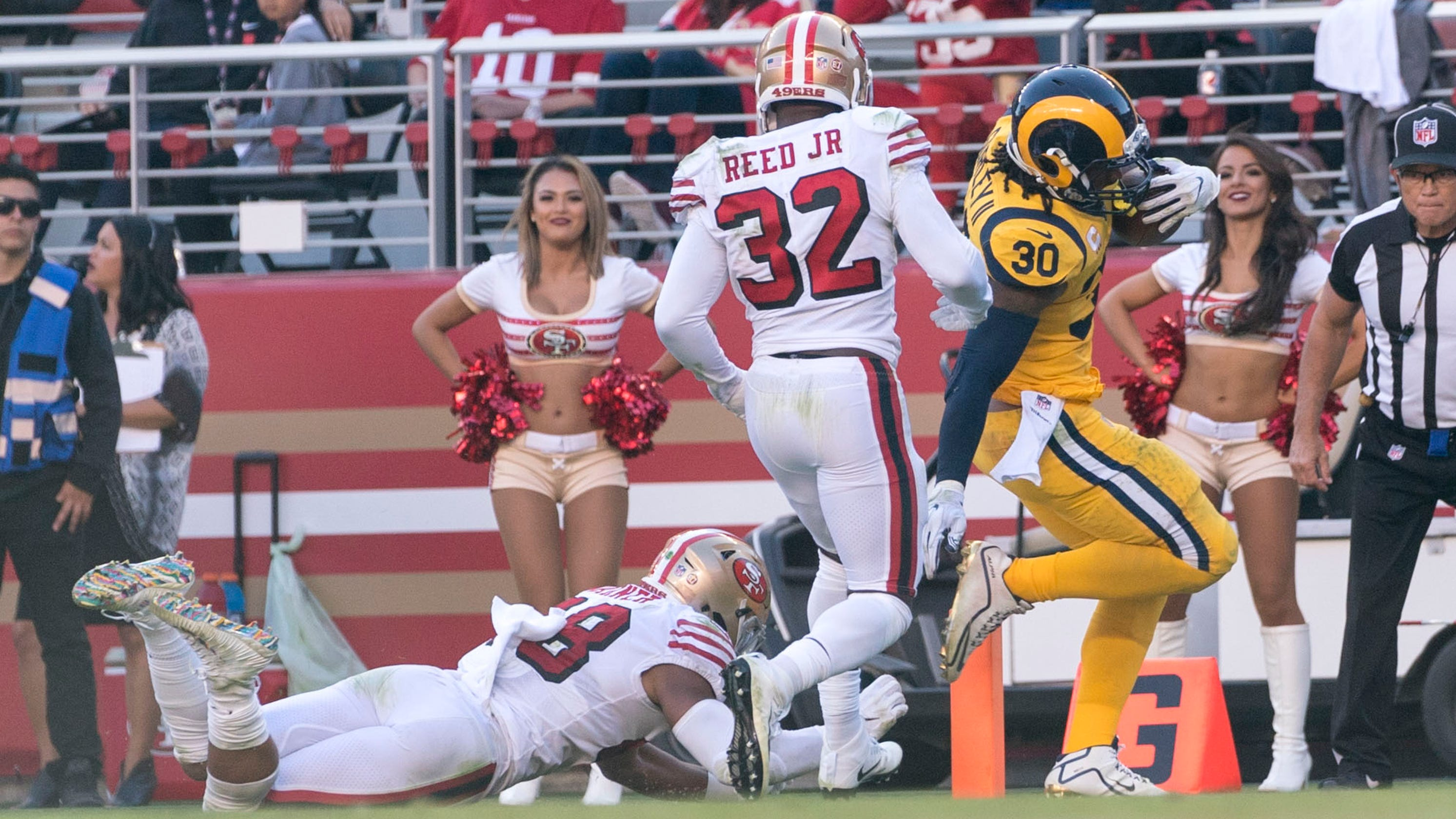 64e659e7d LA Rams  Todd Gurley scores 3 TDs in rout of San Francisco 49ers