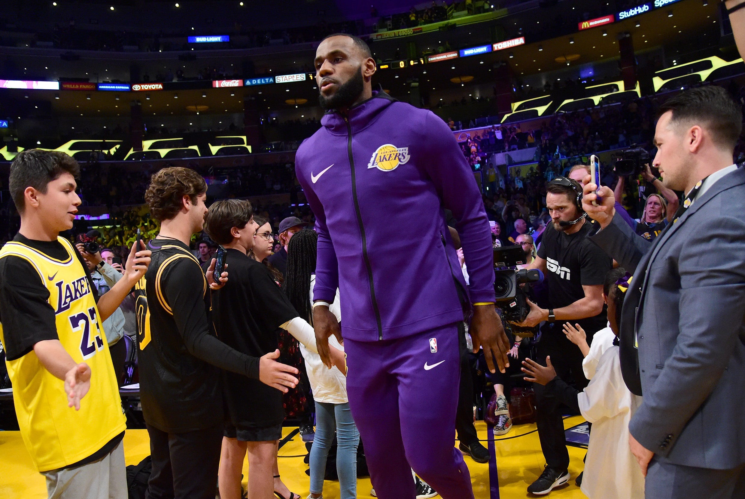 LeBron James the brightest star among stars at Lakers home debut