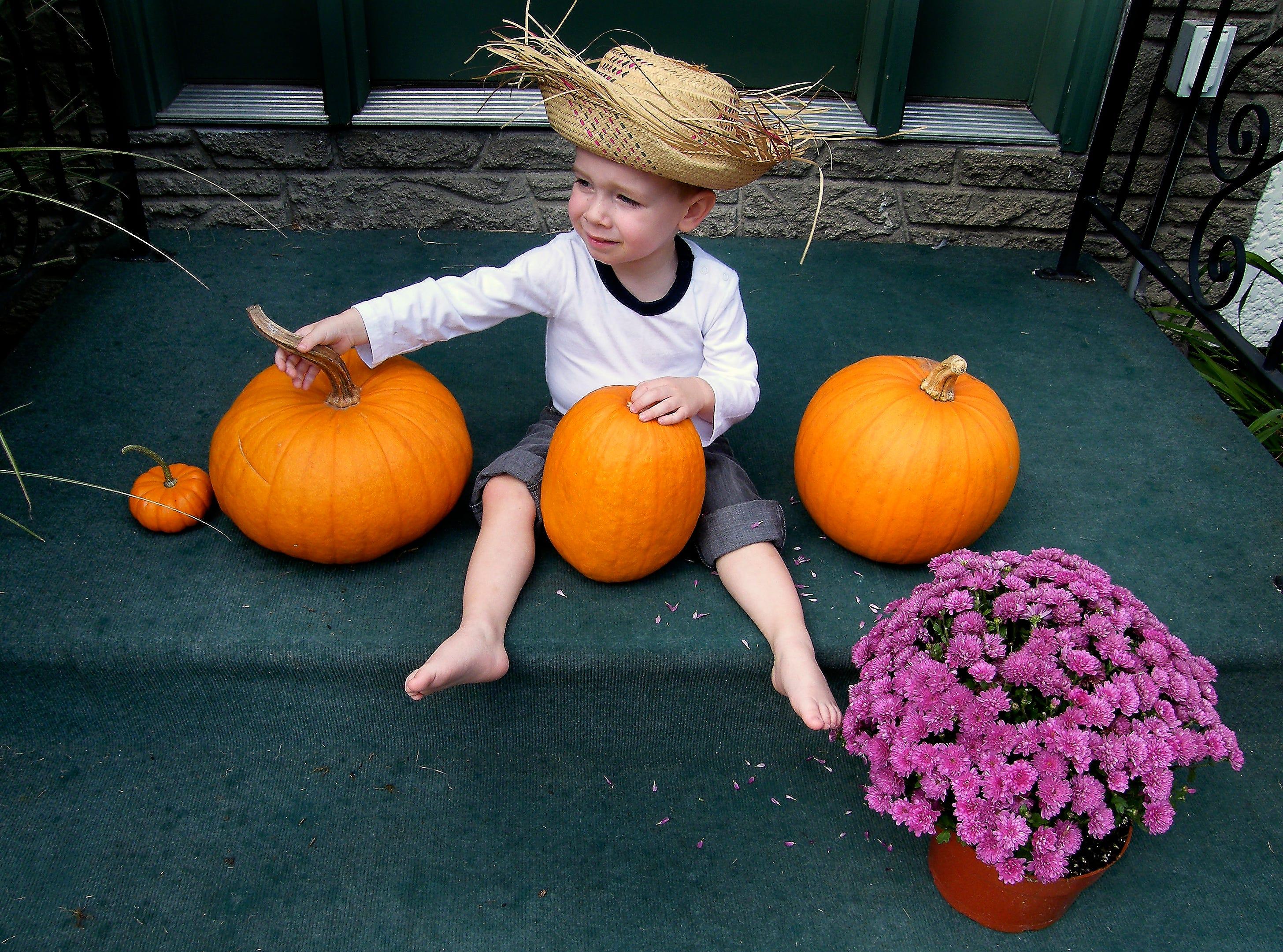 2007: Aidan Flynn of Glen Aubrey is going to be Hucklebarry Finn for Halloween.