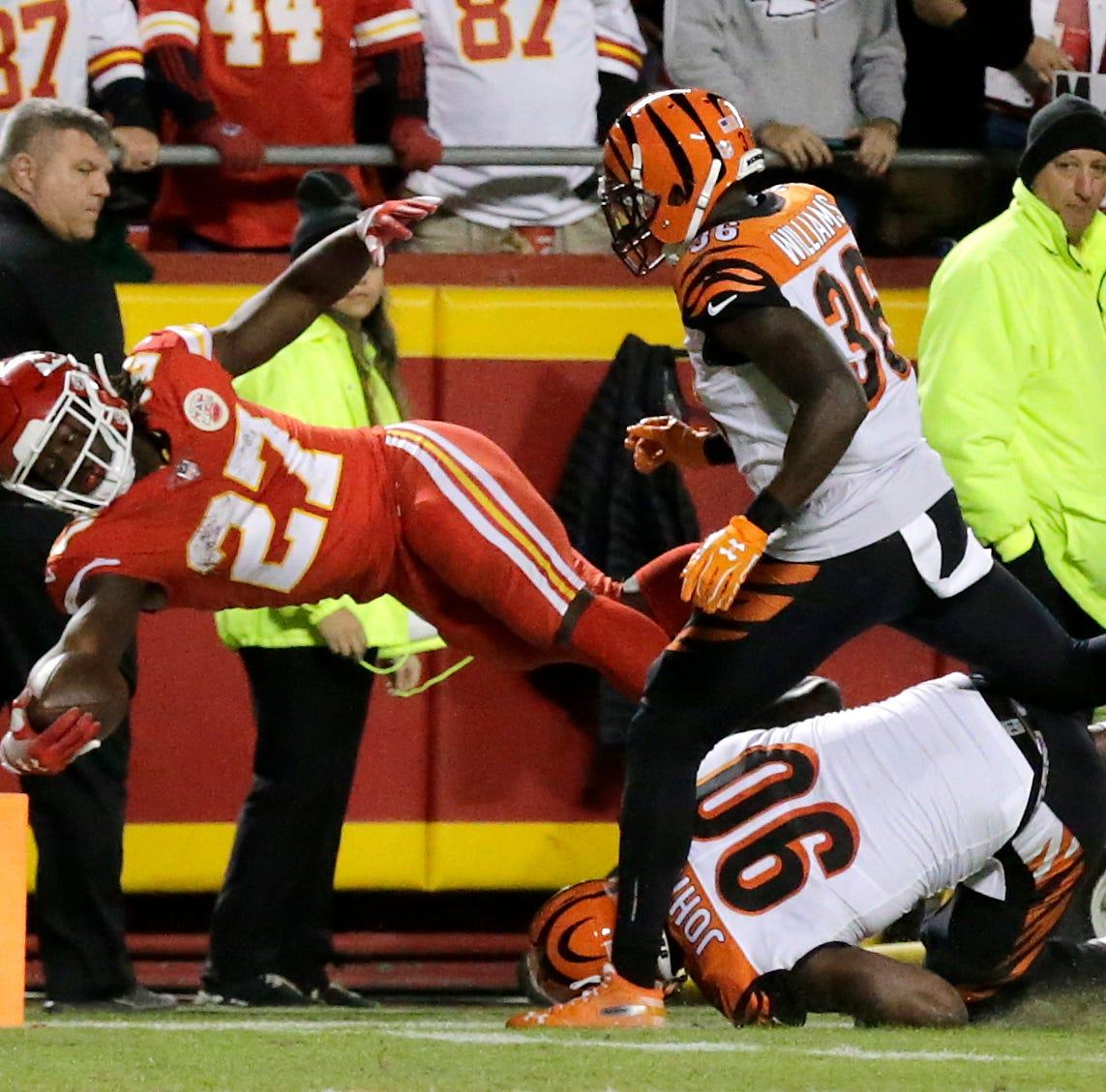 Kansas City Chiefs offense rolls in blowout of Cincinnati Bengals on primetime