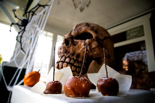 Salted caramel apples: Instead of unwrapping all those candies, make your own carmel.    (Kirk McKoy /Los Angels Times/TNS)