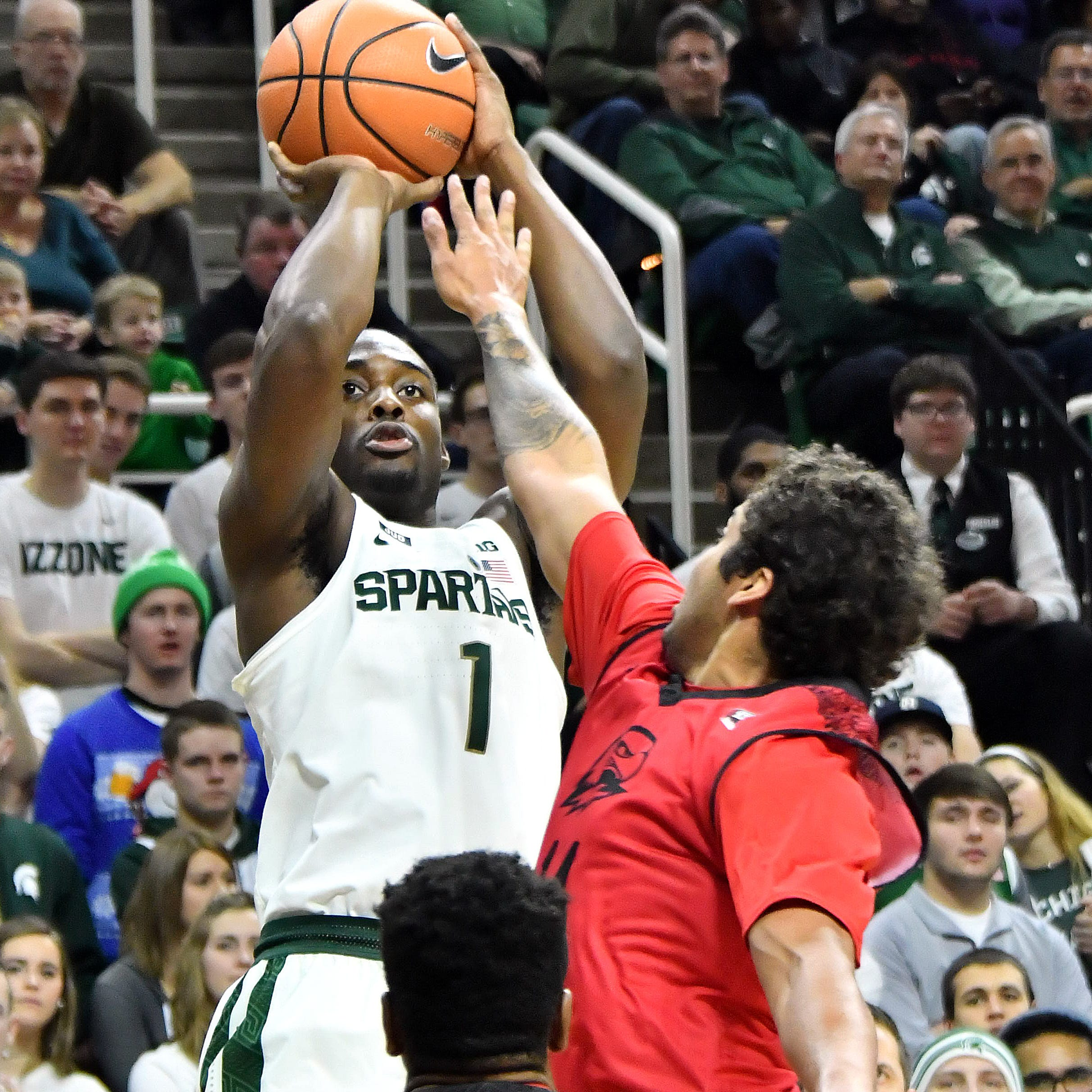 AP preseason hoops poll: Michigan State is No. 10; Michigan is No. 19