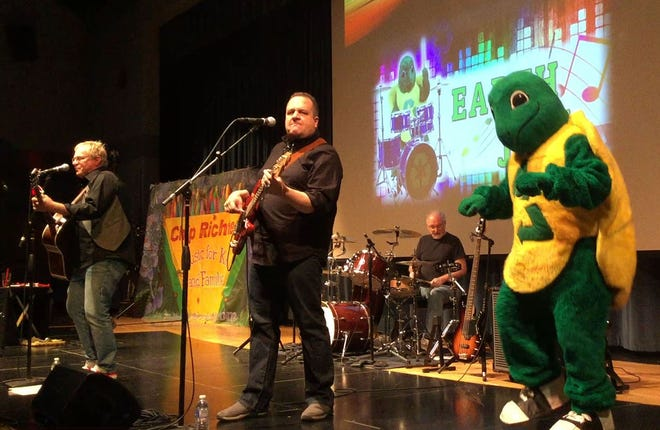 Mascot Myrtle the Recycling Turtle dances at a performance by Chip Richter and the Munks at Earthjam 2018.