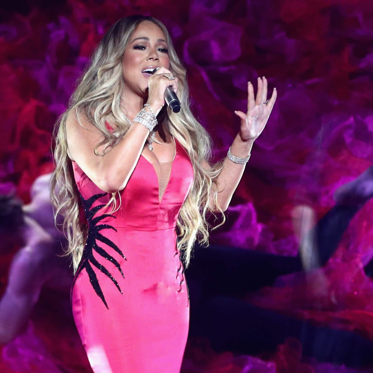 Mariah Carey has bold, bubbly fun in Indianapolis