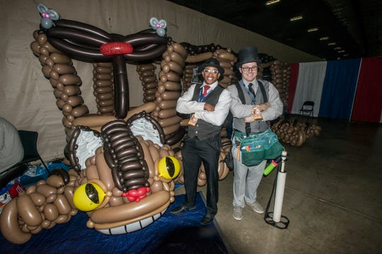 Bruce Carr, No Ordinary Balloon Man, created a giant Catbus balloon sculpture for Gump City Con in 2018.