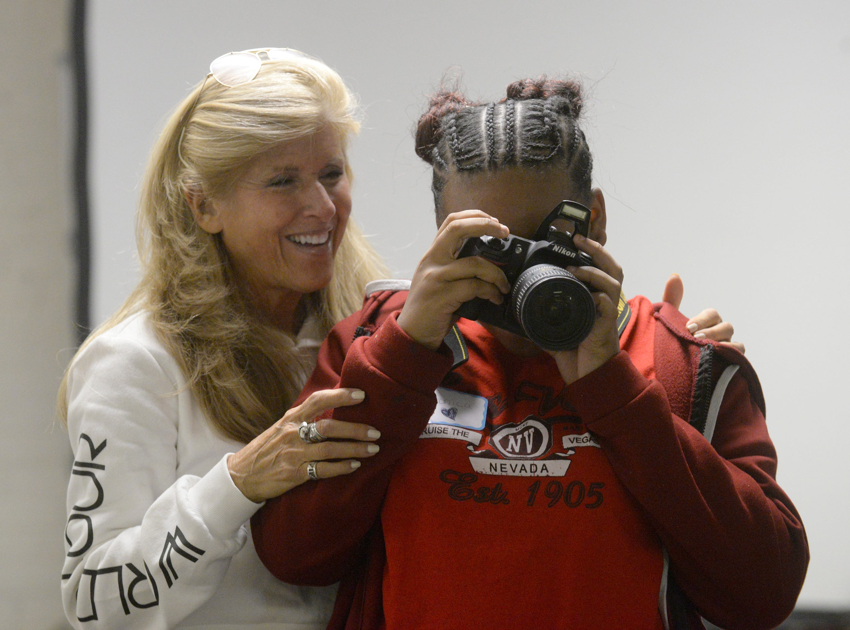Linda Solomon shows a Pictures of Hope participant how to use her camera.