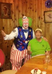 Harpo the Clown poses with Joe Hanna at Billy Reed's restaurant in Palm Springs.
