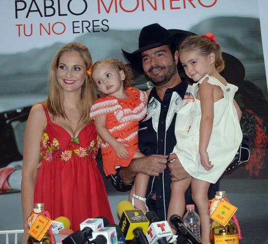 A pesar de que Pablo Montero y Caro están divorciados, el cantante asegura que la madre de sus hijas es el amor de su vida.
