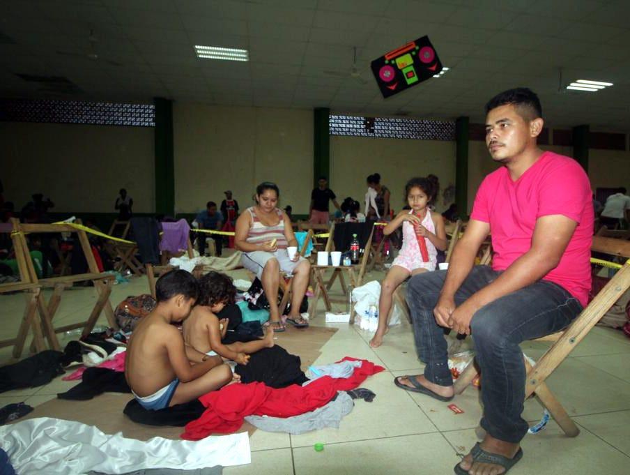 Los hondureños que se encuentran en el albergue en Suchiate, Chiapas son quienes cruzaron por el río luego que la Policía Federal contuvo el avance de la Caravana sobre el puente.