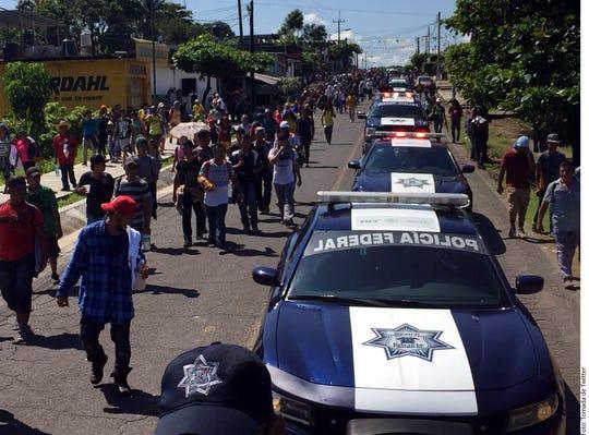 Las Secretarías de Gobernación y de Relaciones Exteriores precisaron que la caravana de migrantes que cruzó e intentó cruzar al País el viernes estaba compuesta por unas 4 mil 500 personas.