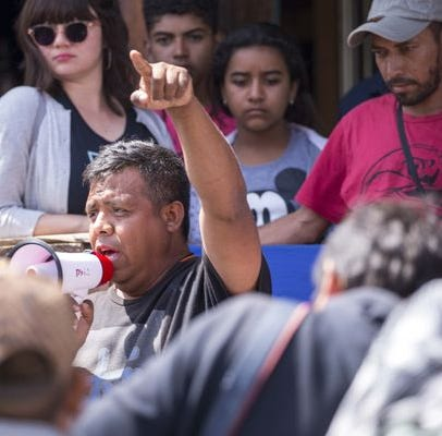 Activista de Phoenix es arrestado en México al participar en caravana de migrantes