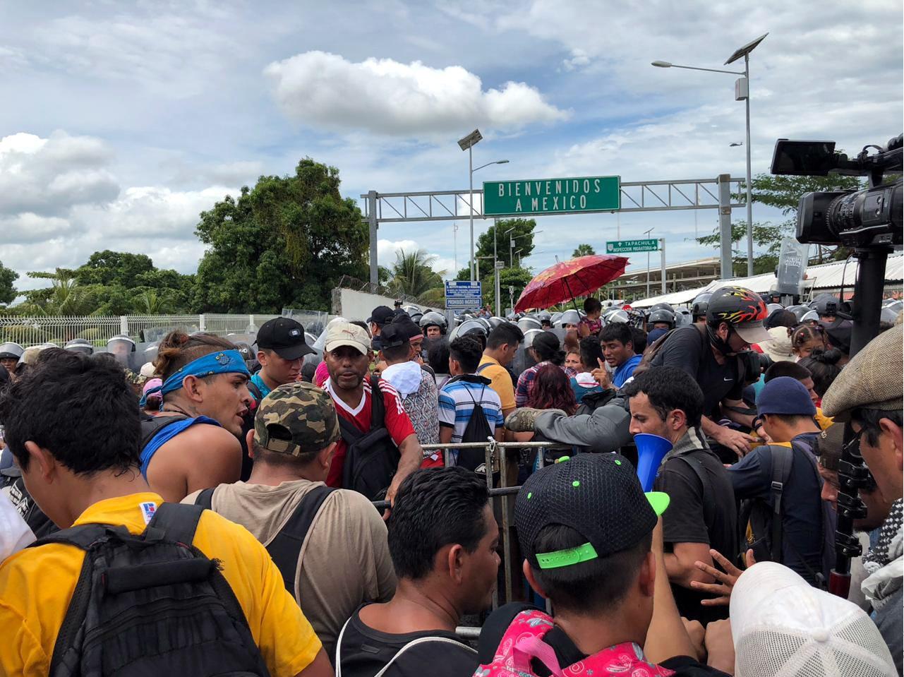 Hasta anoche sumaban en lista 4 mil 976 hondureños, cifra que podría representar apenas la mitad de los que están en la frontera guatemalteca esperando pasar a México, según diversas estimaciones.