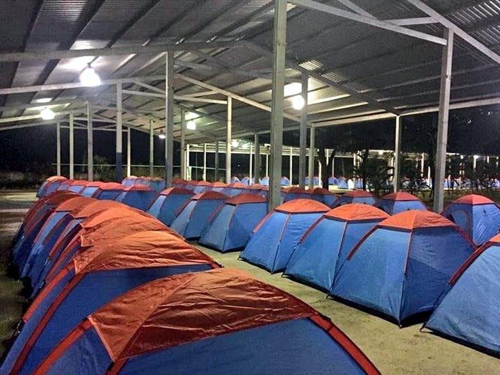 La Cruz Roja Mexicana indicó que ha instalado 200 casas de campaña y 400 cobertores en el recinto de la Feria Mesoamericana en Tapachula, Chiapas.