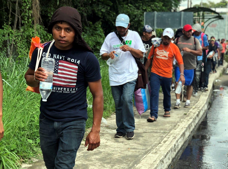 Algunos entraron a Tapachula caminando, otros a bordo de camionetas que les dieron un aventón, algunos más colgados de los camiones de carga que transportan mercancías entre México y Centroamérica.