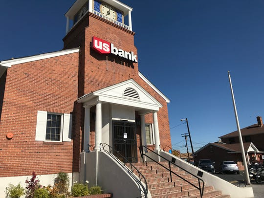 The entrance to the US Bank on the Corner of Vassar Street and Wells Avenue. Reno police are investigating a robbery that occurred at the bank on the morning of Monday, Oct. 22.
