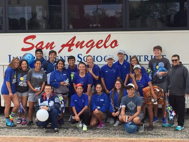 The Lake View High School tennis team advanced to the regional quarterfinal round of the Class 4A team tennis playoffs.