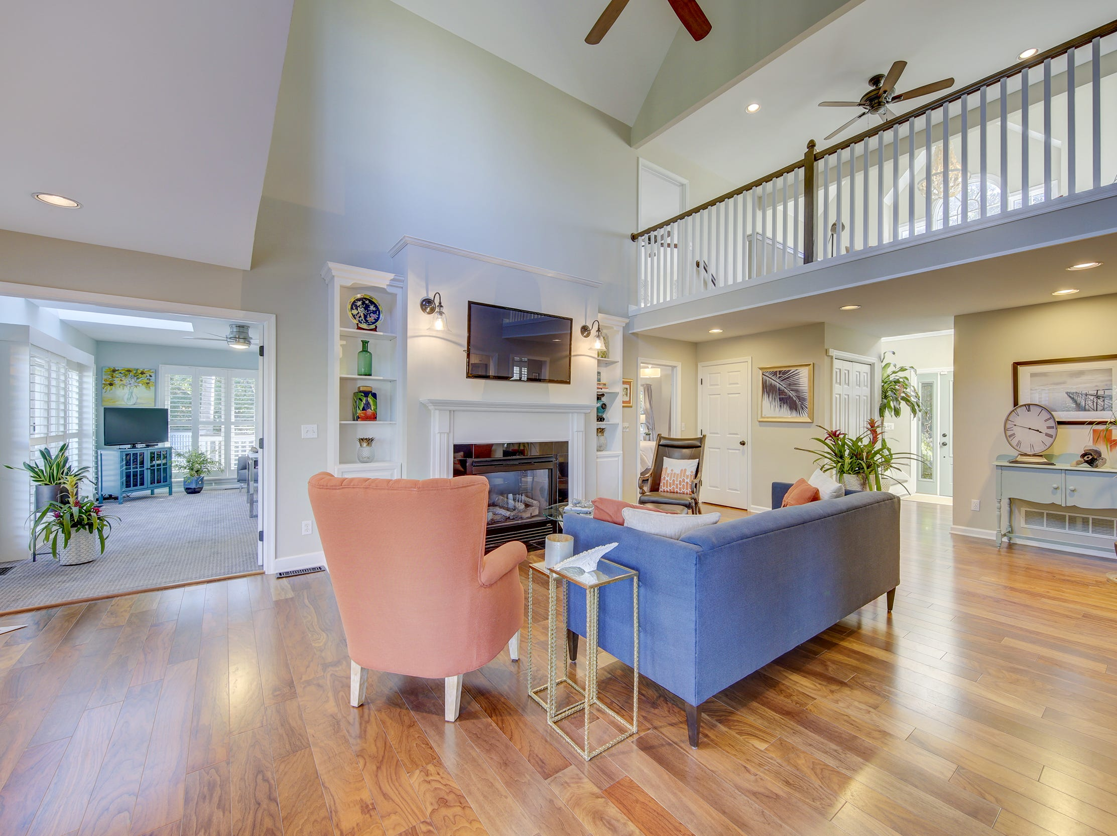 The house at 204 Lakeview Shores in The Glades has a two-story entryway.