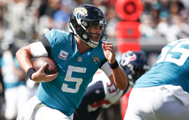 Jacksonville Jaguars quarterback Blake Bortles (5) keeps the ball and runs for a first down during the second quarter against the Houston Texans at TIAA Bank Field.