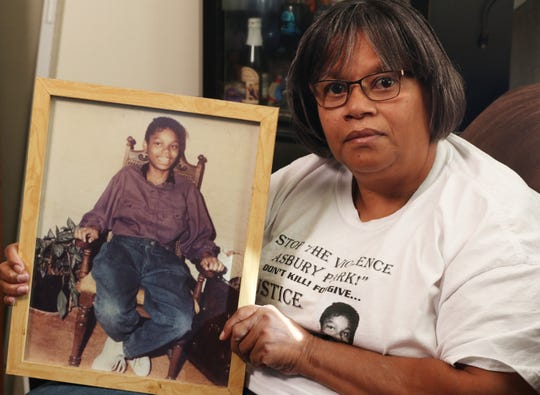 Penny Dees reflects on the life of her daughter Quiana Dees who was murdered in May of 1992.