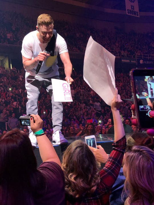 Pop star Justin Timberlake revealed the gender of Endicott resident Maddie Putrino, 31, during his Saturday concert at the Times Union Center in Albany.