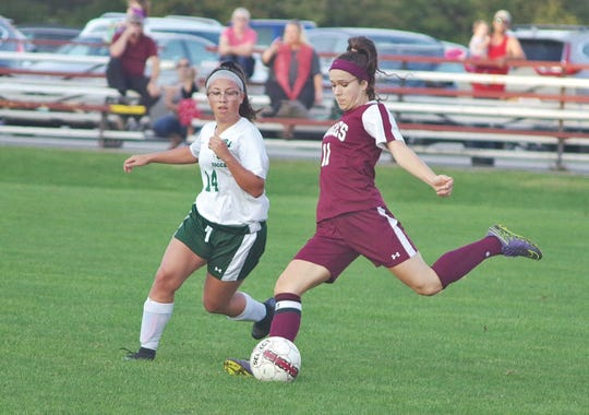 Arlington's Tess Belnap, right, lines up a shot during a game earlier this season.
