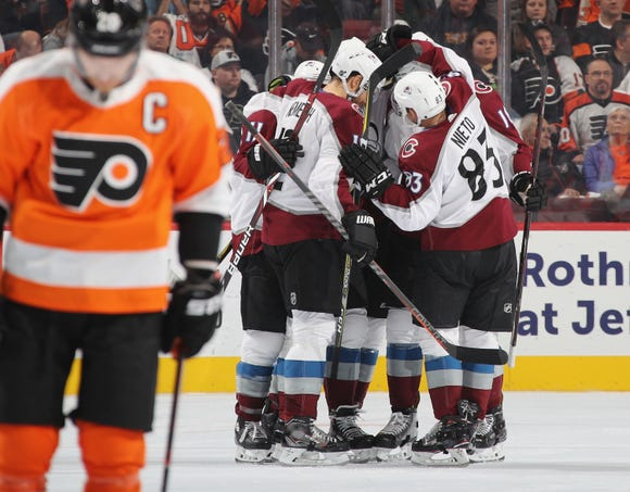 PHILADELPHIA, PENNSYLVANIA - OCTOBER 22: The Colorado Avalanche celebrate a goal by Matt Nieto #83 at 14:54 of the second period against the Philadelphia Flyers at the Wells Fargo Center on October 22, 2018 in Philadelphia, Pennsylvania. (Photo by Bruce Bennett/Getty Images)